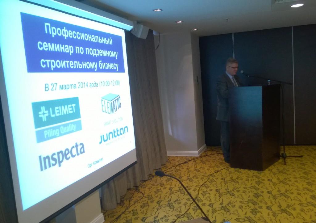 Junttan Oy:n johtaja Jouni Suomalainen kertoo yhtiön tuotteista venäläiselle kohdejoukolle